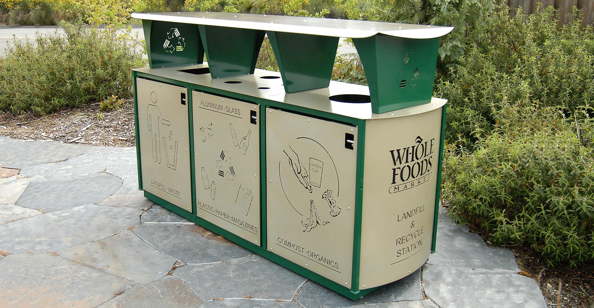 EarthSmart Bin with Bins for trash and recycling